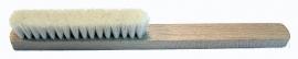 Cepillo con mango madera 4 hileras de cerda blanca