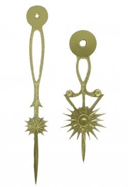 Pareja de agujas de mored doradas diseño sol imperial